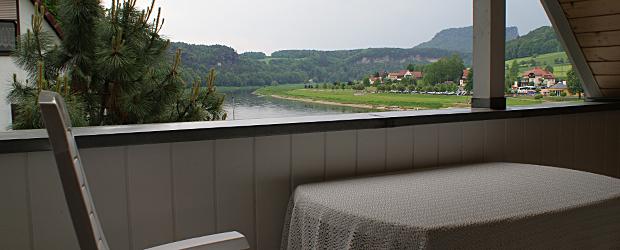 Hohe Liebe, Blick vom Balkon auf die Elbe